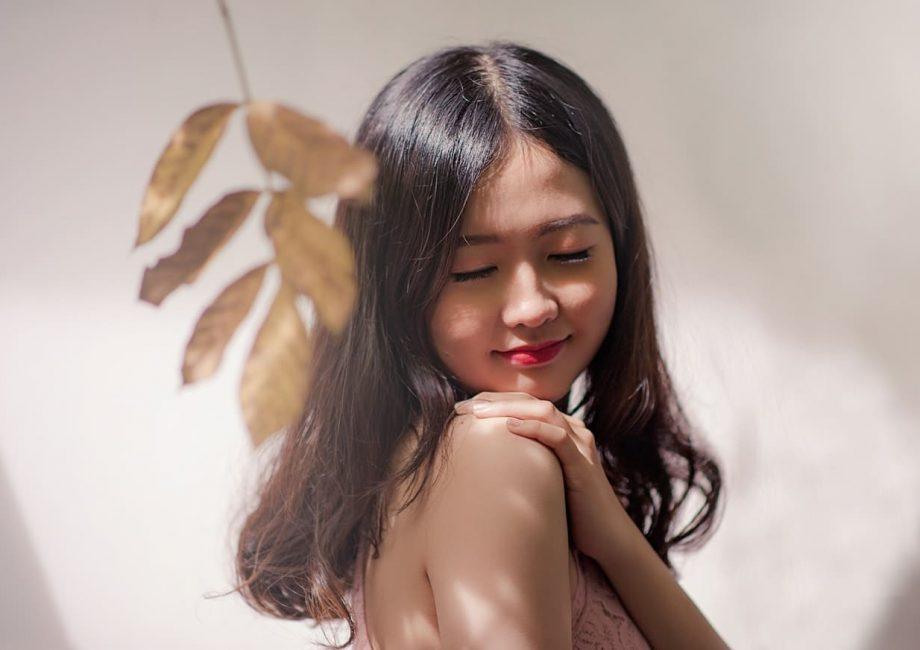 femme asiatique prend soin peau