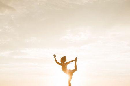 Femme yoga forte